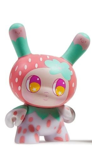 "Dunny ""DTA"" Designer Toy Awards - Strawberry - superchan.de"